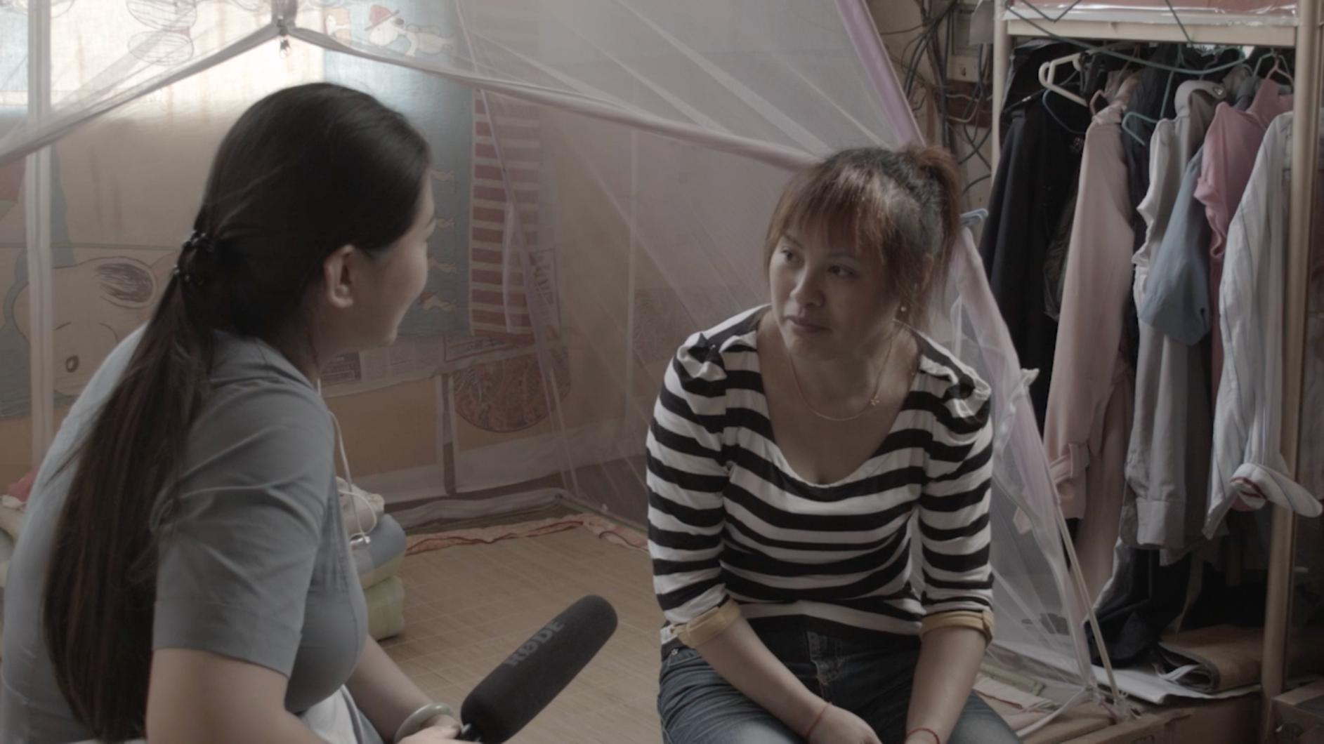 Alice-Wong-houdt-een-interview-voor-Weaving-Stories