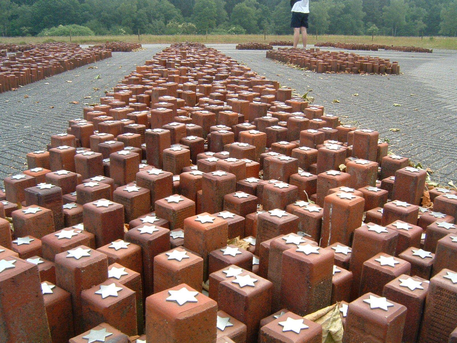Westerbork monument1 c Blacknight
