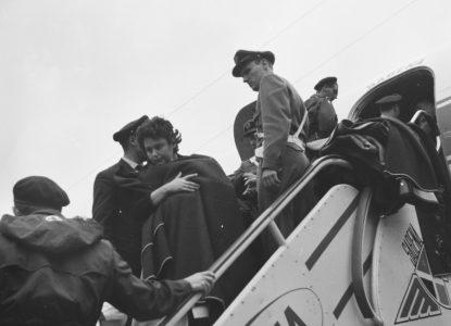 10 juli 1960 Aankomst vluchtelingen uit de Congo te Brussel vrouwen en kinderen verlaten het Bestanddeelnr 911 4130