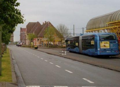 Bus voor het station in De Panne