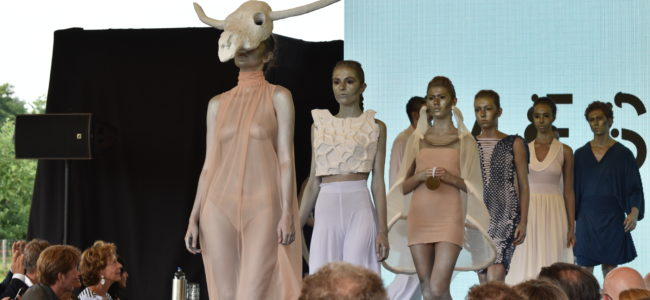 Jalila Essaïdi textiel uit koeienpoep 2