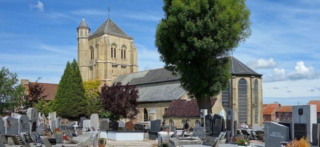 Kerk Watten met kerkhof Velvet Wikipedia Commons 1