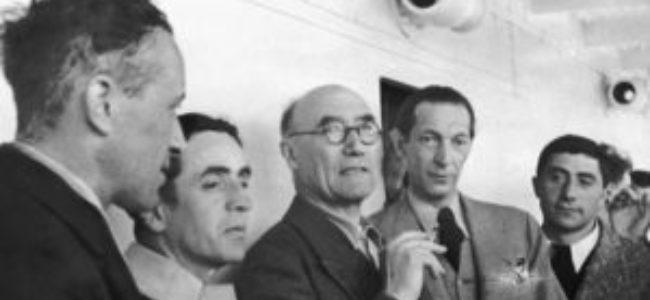 Sur un bateau de gauche à droite Jef Last de profil Louis Guilloux André Gide Jacques Schiffrin et Eugène Dabit 1936
