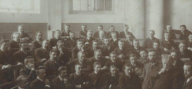 Doctoraatsstudenten volgen college Verriest eind 19e eeuw
